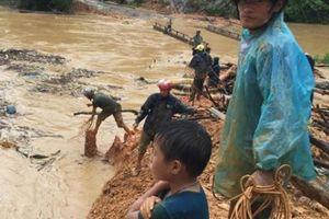 Cảnh tượng kinh hoàng sau lũ ở Hà Giang:Nước mắt trộn với bùn non