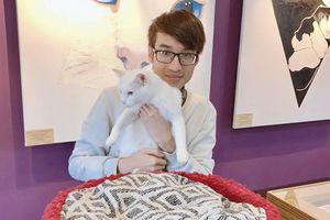 Du học sinh Việt ở Nga diện kiến mèo Achilles tiên tri World Cup 2018