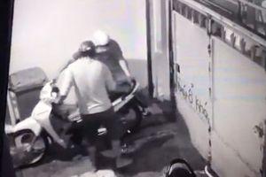Trộm dùng kềm cắt khóa trộm một lúc 3 xe máy nửa đêm mùa World Cup