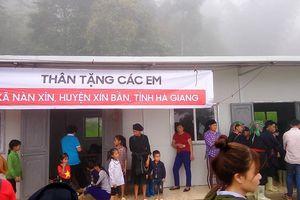 Nhà sách Tiền Phong tài trợ sách cho trường tiểu học Đông Chè-Hà Giang