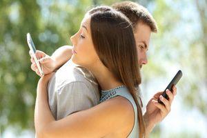 Điện thoại thông minh đang âm thầm hủy hoại mối quan hệ của bạn như thế nào?