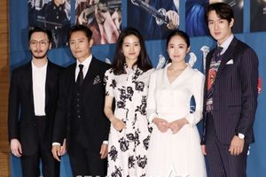 Kim Tae Ri - Kim Min Jung tình tứ, bỏ mặc Lee Byung Hun tại họp báo bom tấn Hàn Quốc 'Mr. Sunshine'