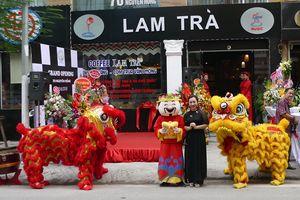 Ca sĩ Sao Mai Hiền Anh tưng bừng khai trương Lam Trà – Restaurant – Coffee - Music