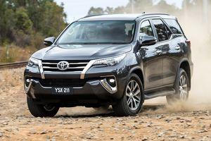 Giá lăn bánh xe Toyota Fortuner 2018