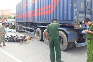Hai vợ chồng bị xe container cán chết thương tâm