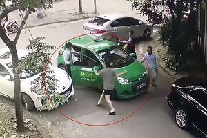 Khởi tố vụ tài xế taxi bị lái xe Mercedes đánh chảy máu đầu