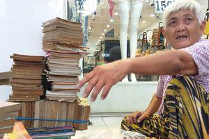 Cụ bà 'gàn dở' nhất Sài Gòn vừa bán vừa cho sách, không nhận tiền 'tip'