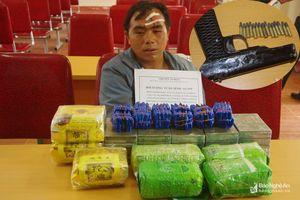 Nóng: Thầy giáo dắt súng, cõng 20 bánh heroin, 12.000 viên ma túy tổng hợp đi bán