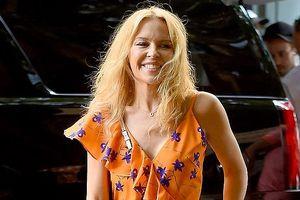 Kylie Minogue tự tin thả dáng trên đường phố New York với mặt mộc