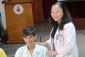 Chàng trai Campuchia bị sẹo khí quản đến Sài Gòn tìm lại giọng nói