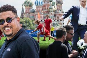 Putin đá bóng cùng Ronaldo 'béo' trên Quảng trường Đỏ
