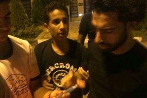 Salah lịch thiệp trong đêm hàng trăm CĐV kéo đến nhà