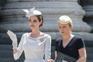 Dấu ấn thời trang thanh lịch của Angelina Jolie