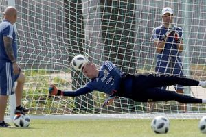 Cầu thủ Argentina luyện đá penalty trước trận gặp Pháp