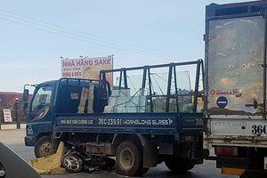 Tông vào xe tải sang đường, một phụ nữ tử vong