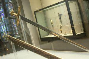Sức mạnh siêu nhiên thanh kiếm huyền thoại của hoàng đế La Mã