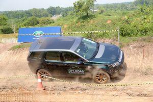 Thử khả năng leo địa hình của dàn xe sang tiền tỉ Land Rover