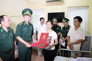 Nghệ An: Thăng quân hàm cho 2 chiến sỹ biên phòng bị thương khi truy bắt tội phạm ma túy