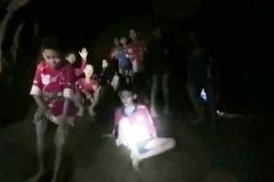 Sau 9 ngày mất tích trong hang ngập lụt, đội bóng nhí Thái Lan đã được tìm thấy
