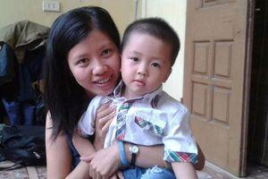 Con trai nữ phóng viên Đặng Tuyền: Sao mẹ con chưa về?