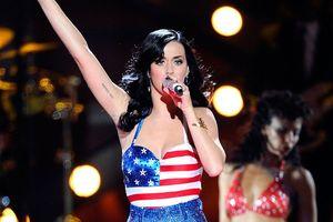 Những khoảnh khắc sao thế giới diện trang phục in hình quốc kỳ Mỹ