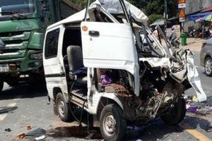 Lạng Sơn: Đấu đầu xe tải, xe con bẹp dúm khiến 5 người bị thương