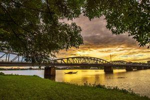 Du lịch Huế - Bài 2: Sông Hương bao giờ mới được xướng danh?