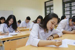 Đề gây tranh cãi, điểm chuẩn đại học có giảm?