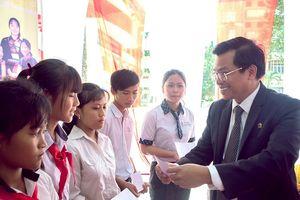 Nam A Bank trao học bổng cho sinh viên dân tộc thiểu số tại Đồng Nai