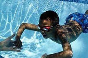 Nhiều bể bơi ở Hà Nội nồng nặc mùi Clo, nguy hại đến đâu?