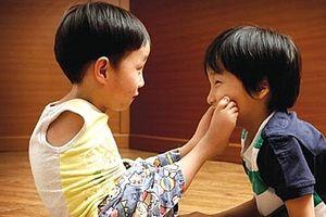Quyền của trẻ em khuyết tật theo Công ước quốc tế và pháp luật Việt Nam