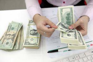 Giá USD 'chợ đen' tiếp tục tăng, chạm mức 23.220 đồng