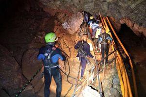 Tối nay, đội bóng Thái Lan sẽ thoát khỏi hang Tham Luang