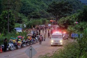 Giải cứu người trong hang động ở Thái Lan: Những chàng trai đội bóng đầu tiên được giải cứu