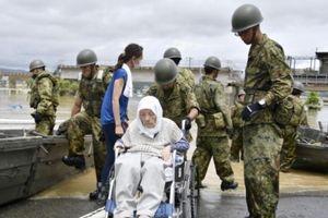 Số người thiệt mạng trong mưa lũ tại Nhật tăng từng ngày