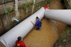 Dân Thái hiến kế giải cứu đội bóng bằng ống khổng lồ