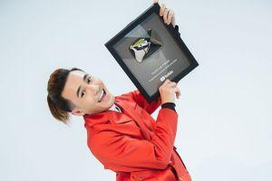 Sau Trấn Thành, Huỳnh Lập là nghệ sĩ hài thứ hai được trao 'Nút vàng YouTube'