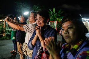 Niềm vui của người mẹ có con trai được giải cứu khỏi hang động tại Thái Lan