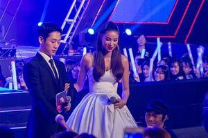 Hành động ga-lăng của trai đẹp Jung Hae In với Hoa hậu Phạm Hương 'đốn tim' fan