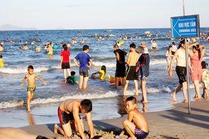 Háo hức lao xuống nước giải nhiệt, nhiều du khách bất ngờ nổi mẩn toàn thân khi tắm ở biển Đà Nẵng vì lý do khó lường