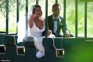 Nữ diễn viên Ashley Greene lộng lẫy trong ngày cưới