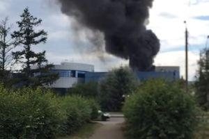 Nhà máy sản xuất Su-30 bốc cháy dữ dội