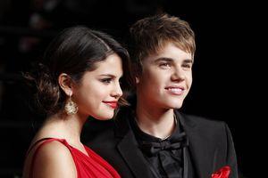 Selena Gomez bị soi cảm xúc khi người yêu 7 năm cầu hôn siêu mẫu Hailey Baldwin