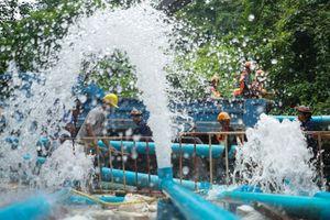 Đằng sau nỗ lực bơm nước lũ khỏi hang động Tham Luang Nang Non