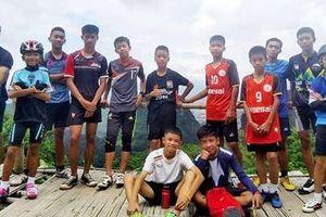 Pogba ăn mừng chiến thắng cùng đội bóng kẹt trong hang Tham Luang