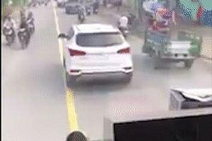 Truy tìm tài xế cản đường xe cứu hỏa suốt 4 km ở Sài Gòn