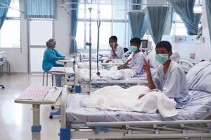 Hình ảnh đầu tiên của đội bóng Thái Lan sau chiến dịch giải cứu