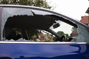Làm sao để tránh bị trộm đập cửa kính ôtô lấy đồ?