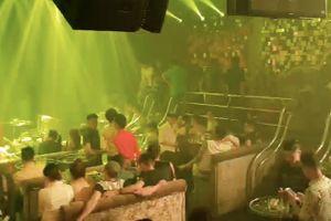 TP HCM: Cảnh sát 'đột kích' quán bar Paradise, dân chơi ném ma túy phi tang