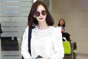 Yoona lộ nhược điểm đôi chân, Moon Byul nam tính tại sân bay